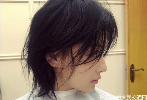 张馨予剪掉长发男粉们心痛,网友觉得张馨予是长发还是短发好看?