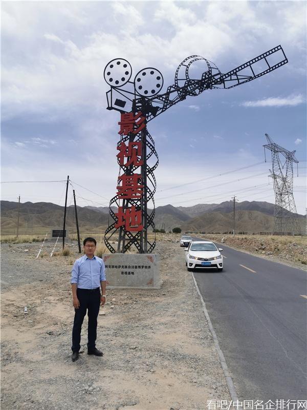 开创阿克塞旅游第一人保哈尔·阿排