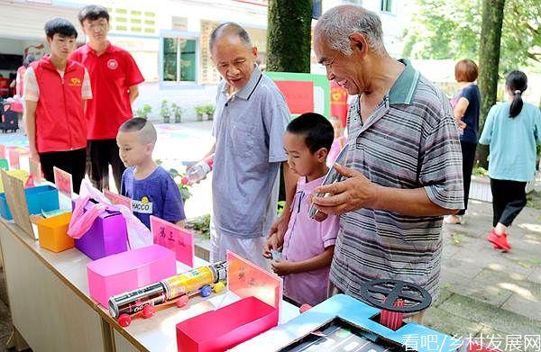 长江师范学院绿色智慧环境学院进社区开展环保嘉年华活动